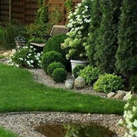 Уютное местечко для комфортного отдыха в саду