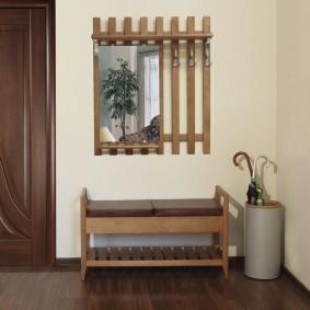 Вешалка из деревянных реек с зеркалом