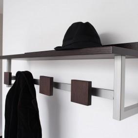 Лаконичная модель вешалки в прихожей стиля хай тек