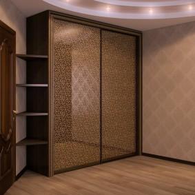 Угловой шкаф-купе в прихожей комнате