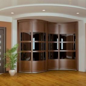 Встроенный шкаф с радиусными дверцами