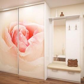 Фотопечать розы на дверцах купейного шкафа