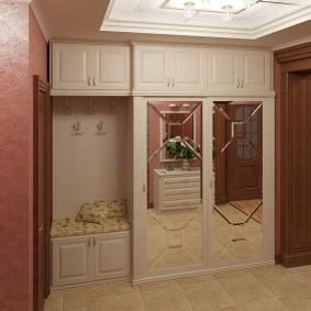 Встроенная мебель в прихожей классического стиля