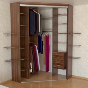 Мини-гардероб в шкафу купейного типа