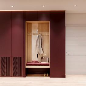 Открытая вешалка между встроенными шкафами