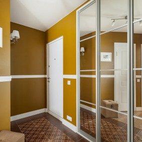 Красивая прихожая в современной квартире