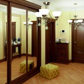 Зеркальный шкаф на деревянном каркасе