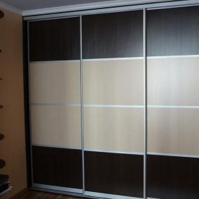 Купейный шкаф с тонированными стеклами