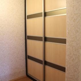 Двустворчатый шкаф купейной конструкции