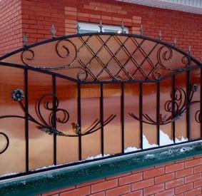 Красивый забор с ажурными элементами