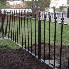 Дачный забор из стальных труб