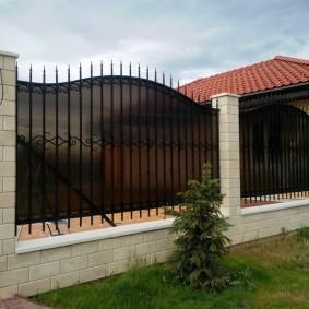 Капитальный забор с бетонным фундаментом