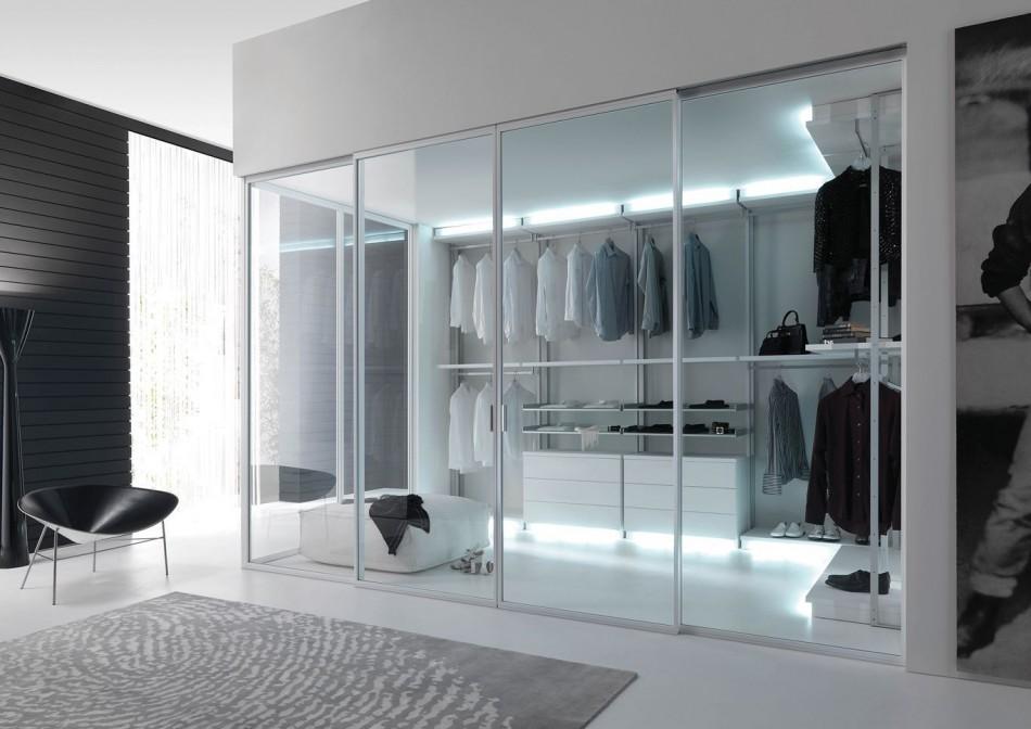 Пример оформления гардеробной комнаты в стиле хай-тек