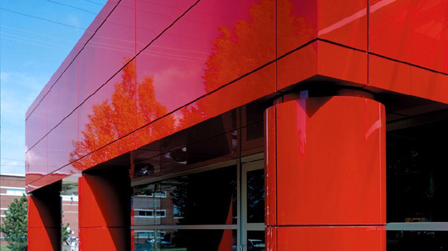Красные глянцевые панели композиционного типа