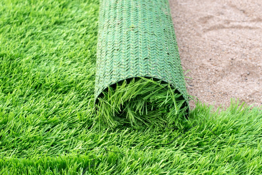 Укладка искусственного газона на песчаную подушку