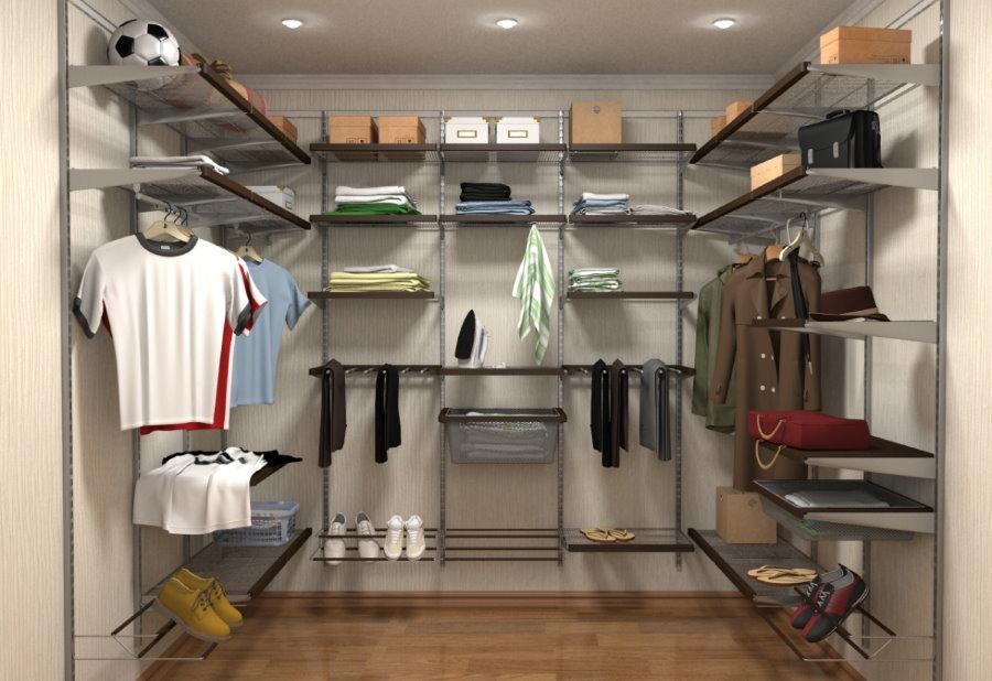 Каркасный гардероб в квадратной комнате