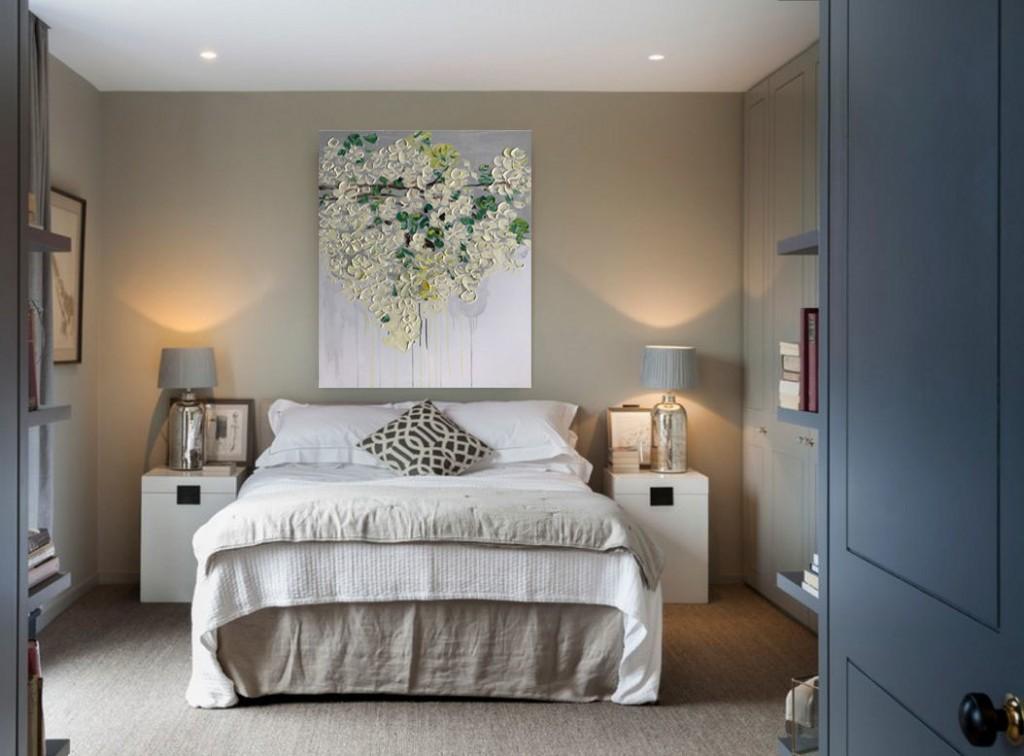 Декор картиной стены над кроватью