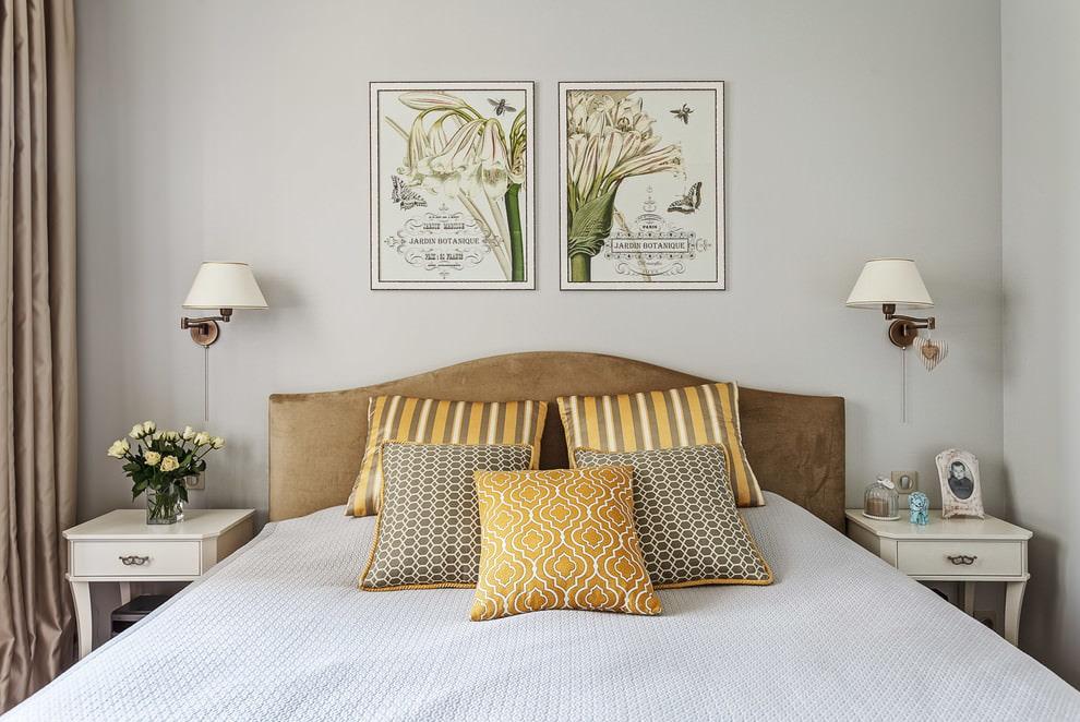 Декорации в интерьере узкой спальни