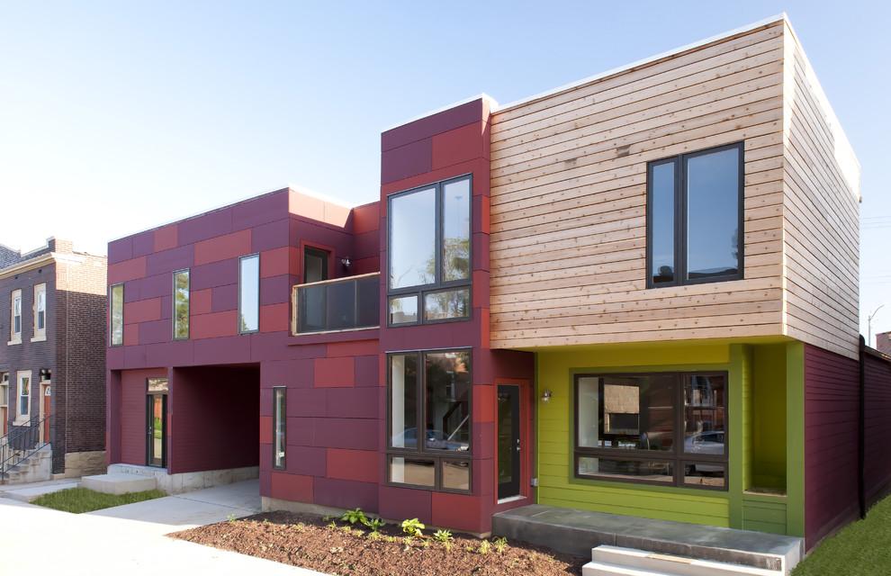 Сочетание панелей разного типа на фасаде современного дома