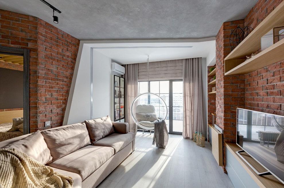 Светлая гостиная с кирпичными стенами