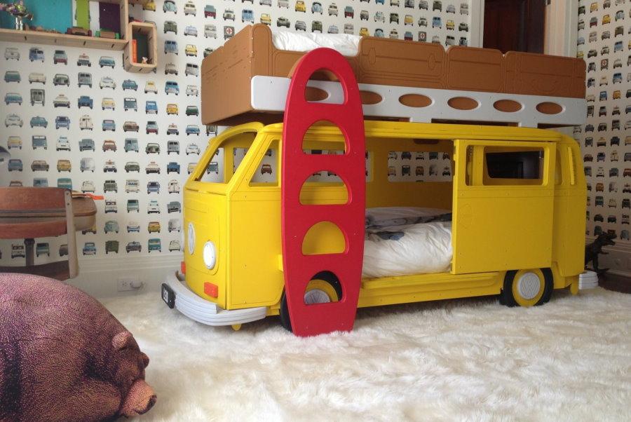 Двухъярусная кровать в виде школьного автобуса