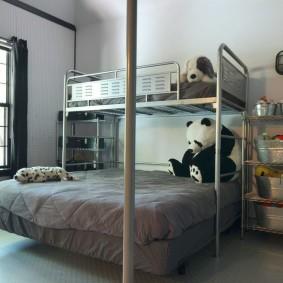 Детская кровать на металлическом каркасе
