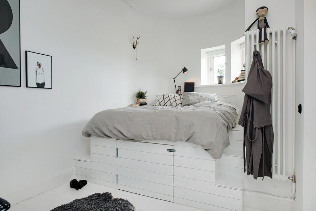 Кровать-подиум в комнате скандинавского стиля
