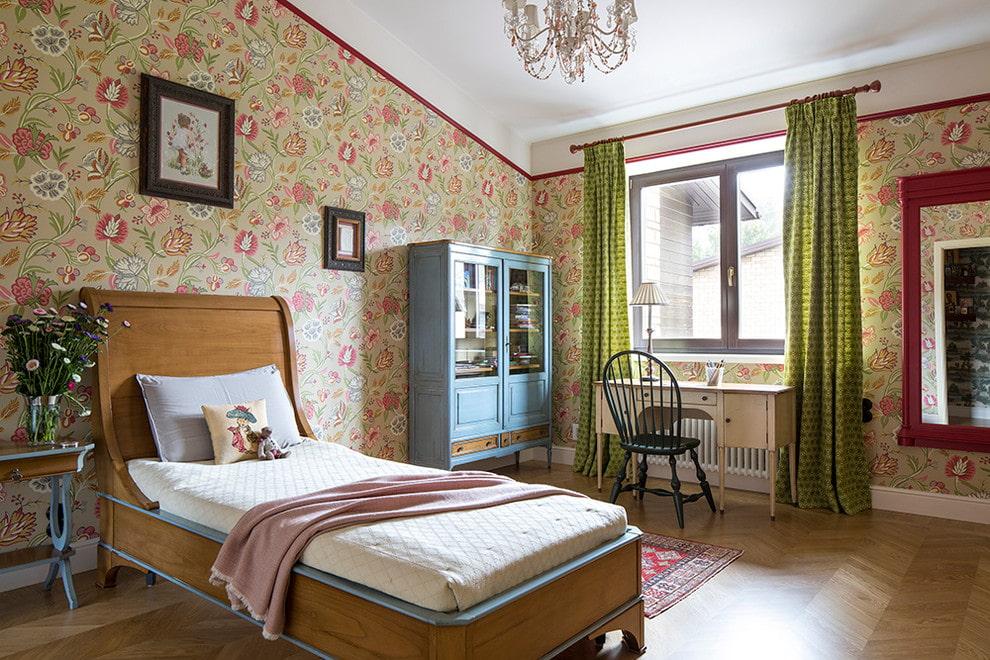Одноярусная кровать в комнате мальчика подростка