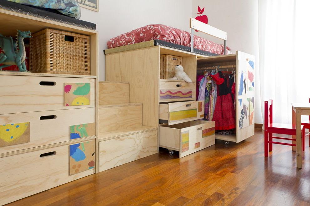 Двухъярусная кровать с детским гардеробом внизу