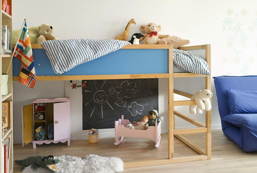 Детская двухъярусная кровать с местом для игр