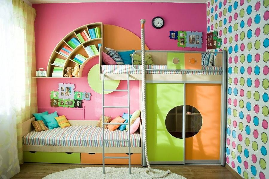 Двухъярусная кровать со шкафом для одежды