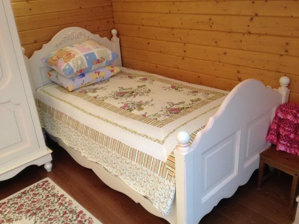 Детская кровать из натурального дерева в стиле прованса