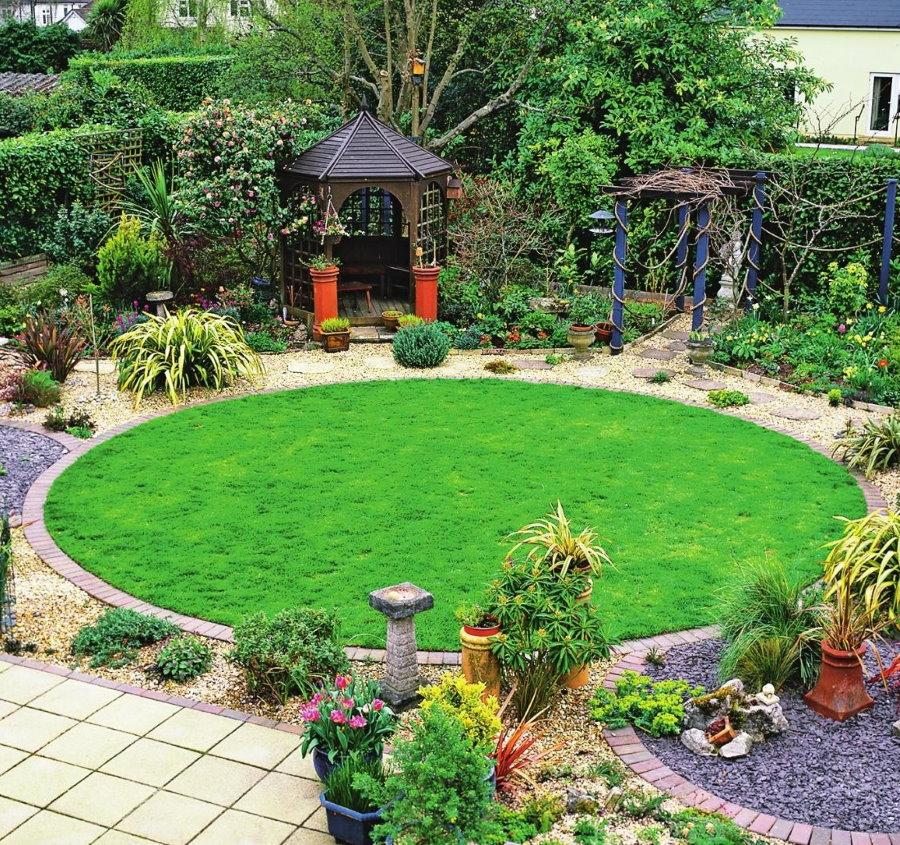 Круглый газон посевного типа на небольшом участке