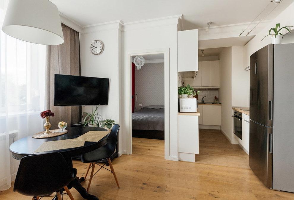 Кухня в узкой нише квартиры-студии