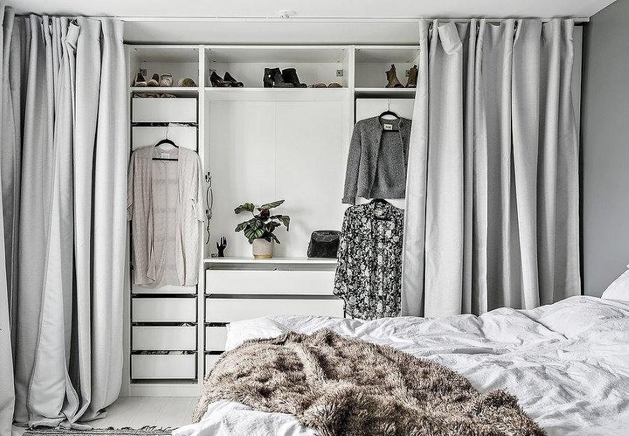 Линейная планировка открытой гардеробной