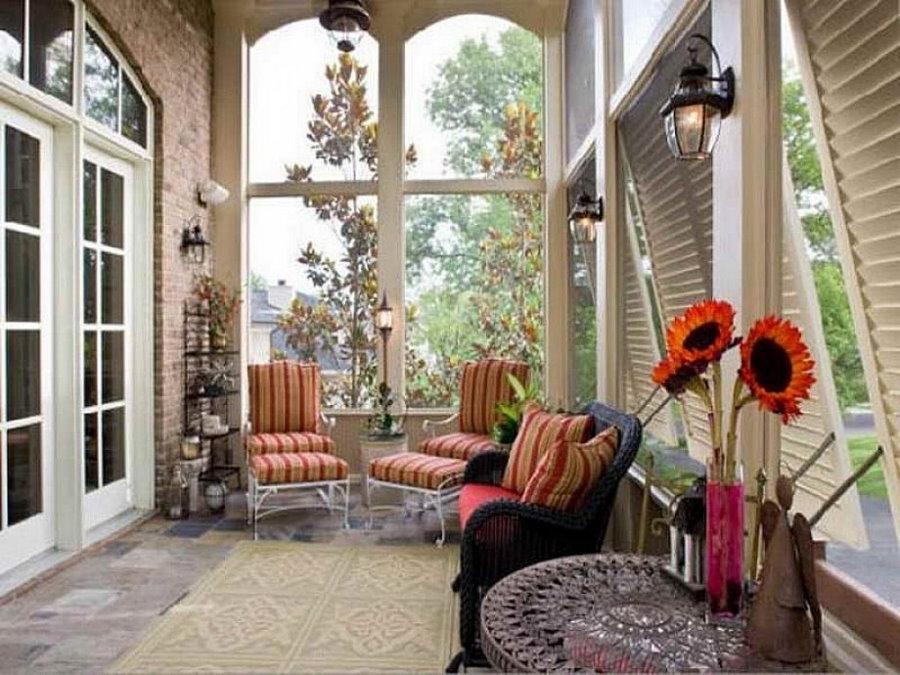 Балкон в стиле кантри в загородном доме