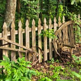 Старый забор в деревенском стиле