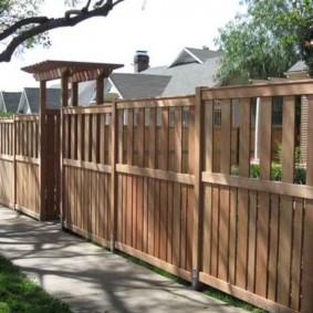 Деревянный забор в восточном стиле