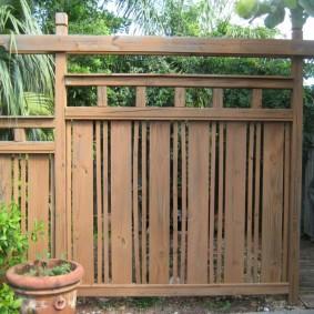 Забор из дерева в японском стиле