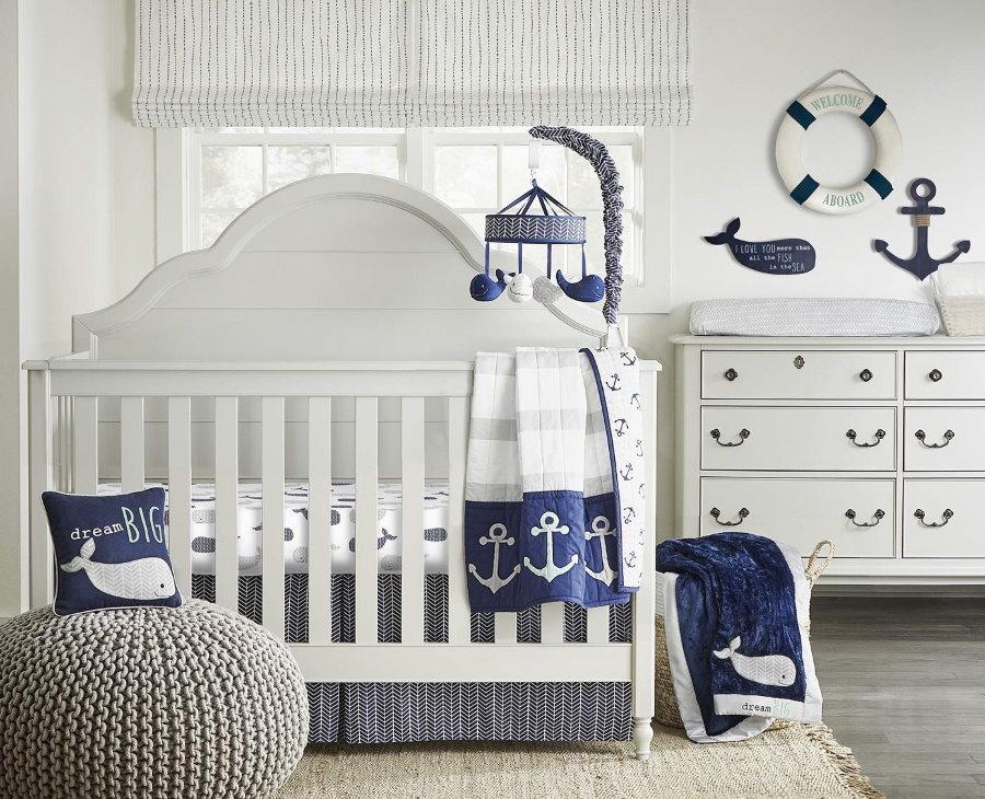Детская кроватка в комнате новорожденного