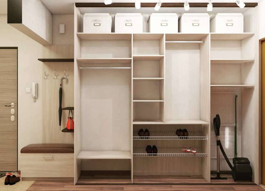 Пример наполнения встроенного шкафа в прихожей
