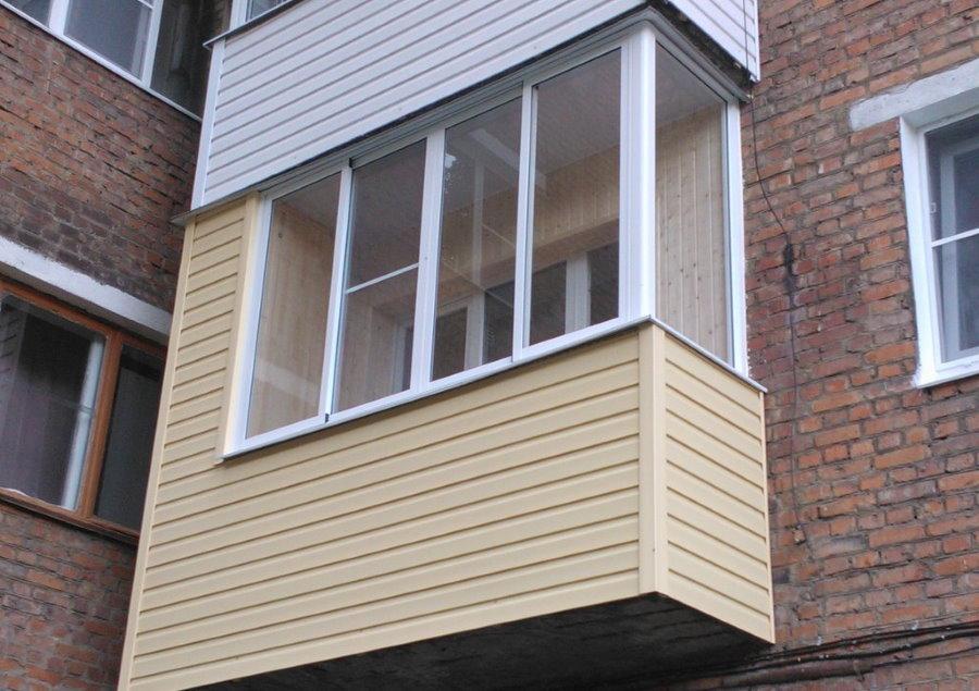 Внешняя отделка балкона виниловым сайдингом