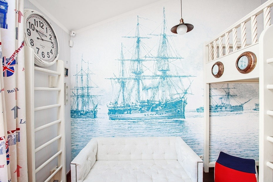 Обои с кораблями в интерьере детской комнаты
