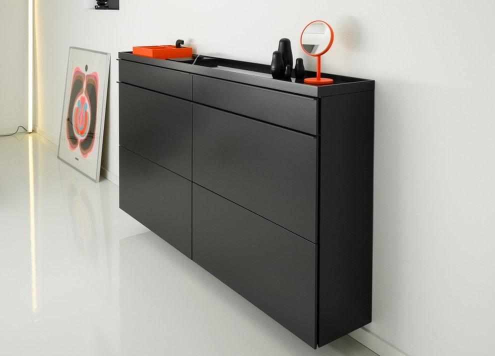 Черная подвесная обувница для прихожей в стиле минимализм