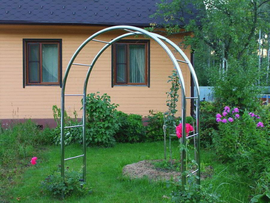 Садовая арка из оцинкованных труб для вьюнов
