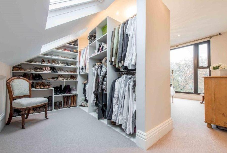 Освещение гардеробной комнаты на мансарде