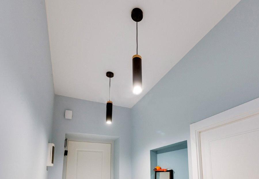 Потолочные светильники с узкими плафонами