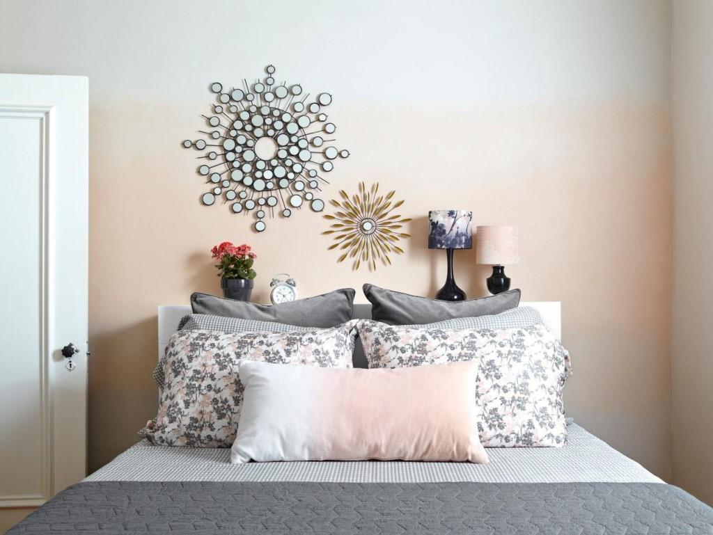 Покраска стены спальни с переходом цвета