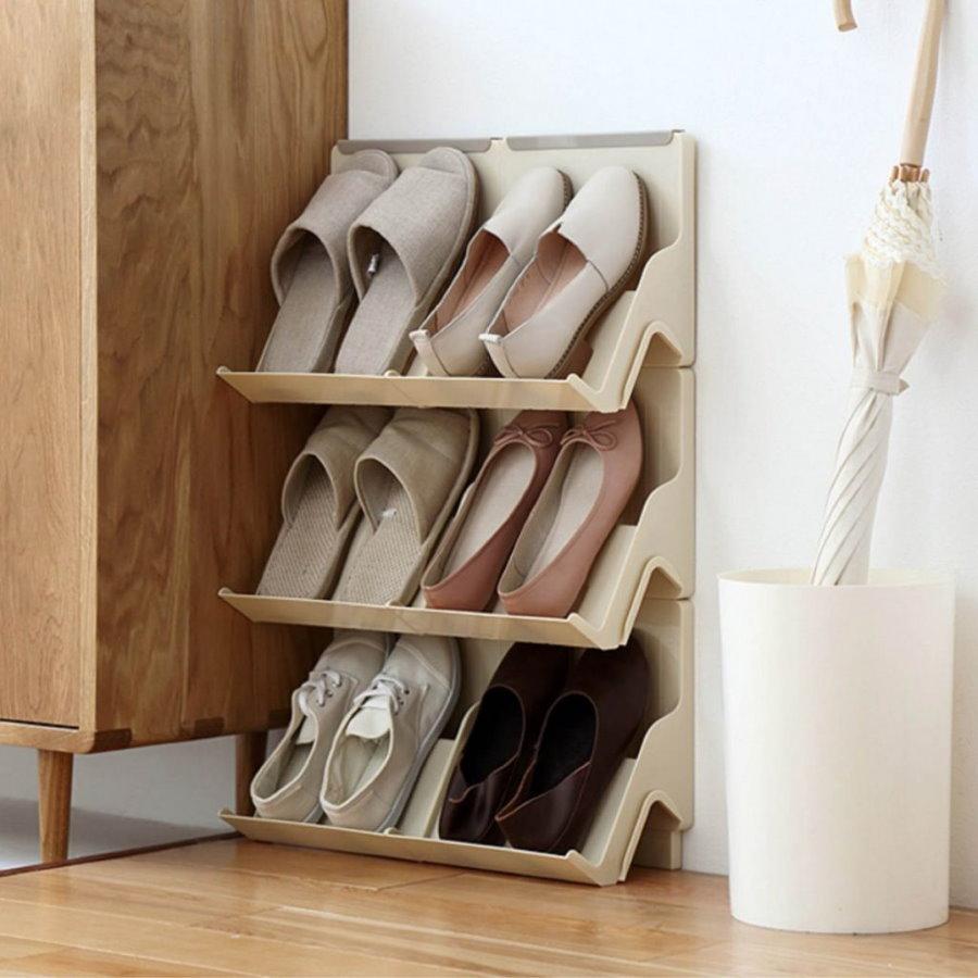 Открытая настенная обувница из светлого пластика