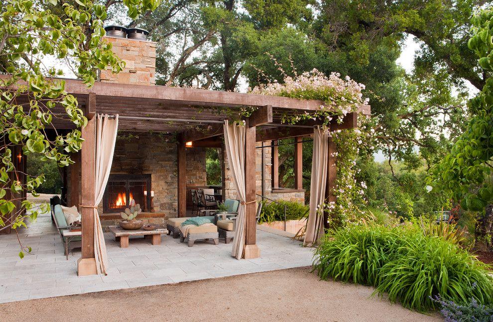 Патио с деревянной перголой и печью-камином